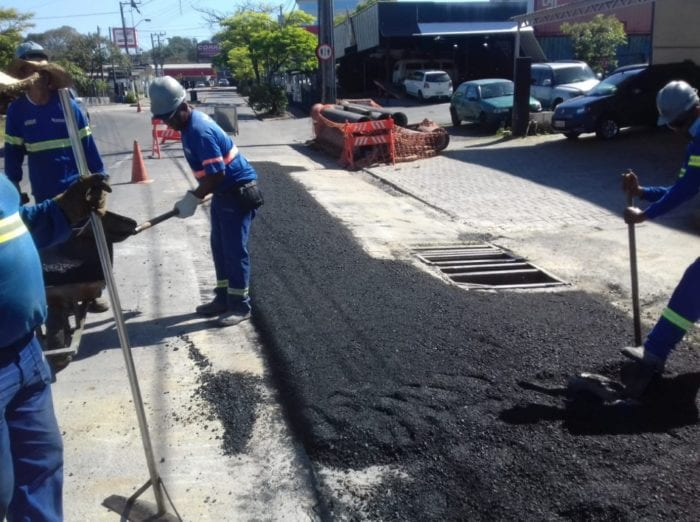 Rua 25 de julho recebe pavimentação junto à nova tubulação de água - foto do Samae