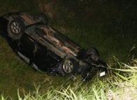 Veículo roubado pelos criminosos capotou na Rodovia Ivo Silveira - foto de Jefferson Santos   Notícias Vale do Itajaí