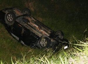 Veículo roubado pelos criminosos capotou na Rodovia Ivo Silveira - foto de Jefferson Santos | Notícias Vale do Itajaí