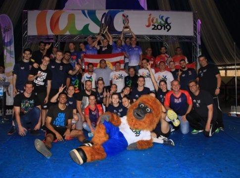 Delegação de Blumenau comemora conquista dos Jogos Abertos - foto de Giovani Vitoria