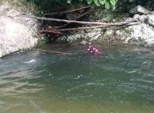 Mergulhador durante trabalho de busca de vítima de afogamento - foto do CBMSC