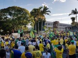 Manifestação em frente à Prefeitura de Blumenau - foto de Filipe Rosenbrock