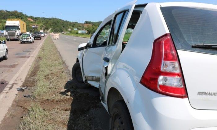 Motociclista colidiu com a lateral do veículo - foto de Jefferson Santos | Notícias Vale do Itajaí
