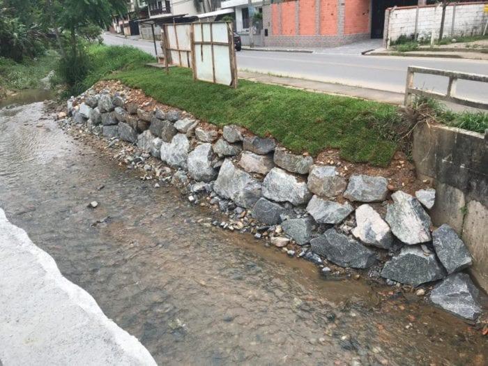 Reforço em cabeceira na Ponte da Rua Ruy Barbosa em fase de acabamento