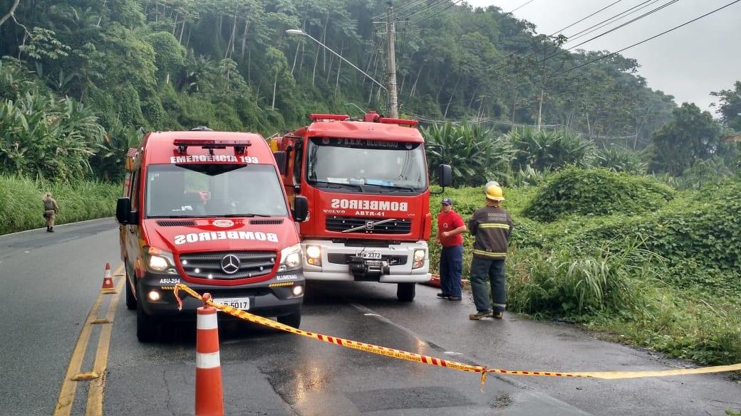 Viaturas durante atendimento as vítimas de acidente - foto do Corpo de Bombeiros