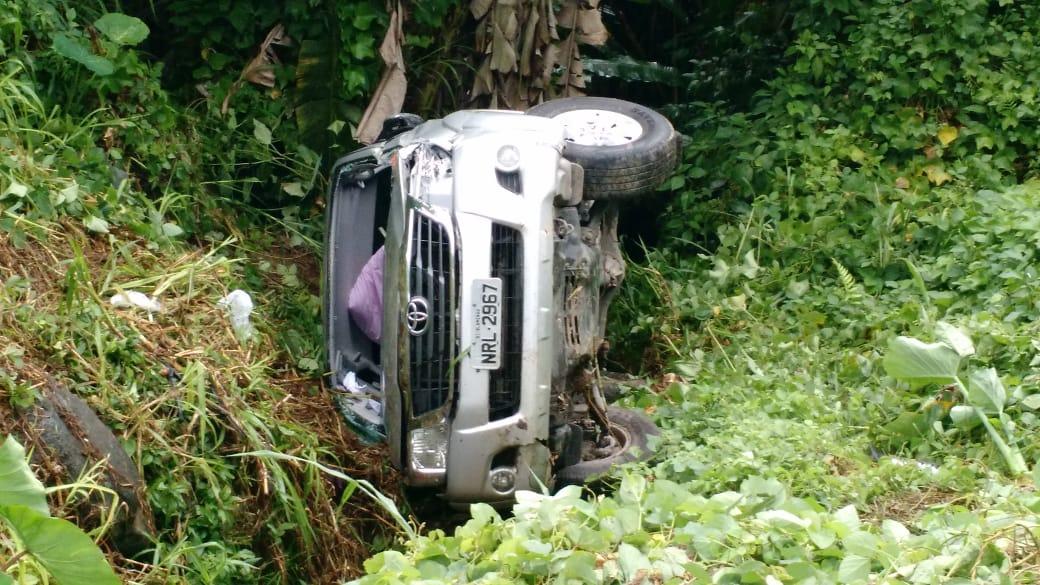 Veículo caiu em ribanceira às margens da SC-108 - foto do Corpo de Bombeiros