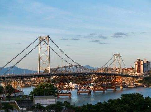 Ponte Hercílio Luz - foto de Julio Cavalheiro