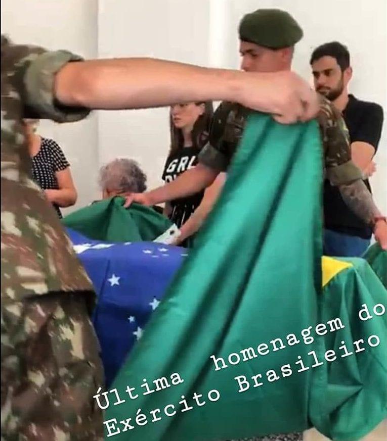 Homenagem do Exército Brasileiro durante funeral