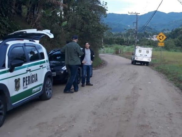 Local onde o corpo havia sido deixado pelos suspeitos - foto da Polícia Militar