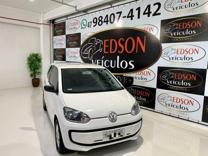 Volkswagen Up, ano 2015, completo. Disponível na Edson Veículos