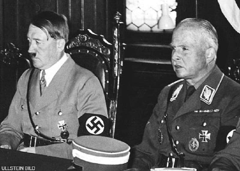 Hitler e Príncipe Charles Edward de Saxe-Coburgo-Gotha.