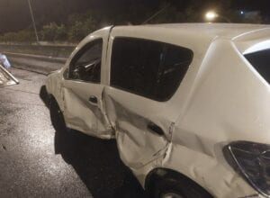 Veículo ficou avariado após acidente na Via Expressa - foto da Guarda de Trânsito
