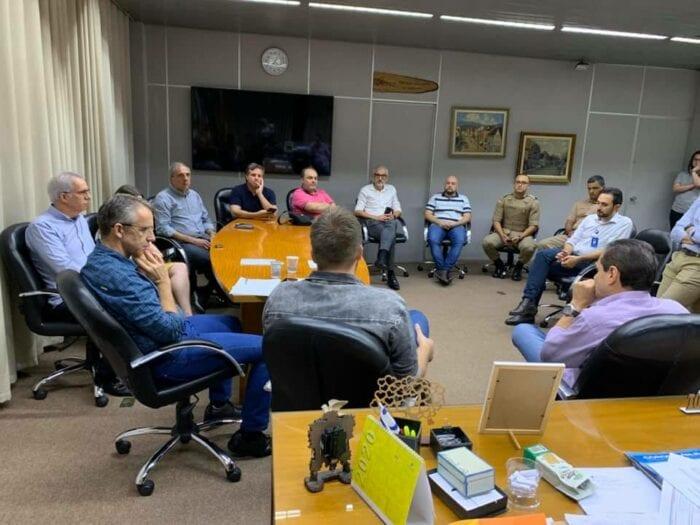 Reunião no gabinete do prefeito de Blumenau - foto da assessoria