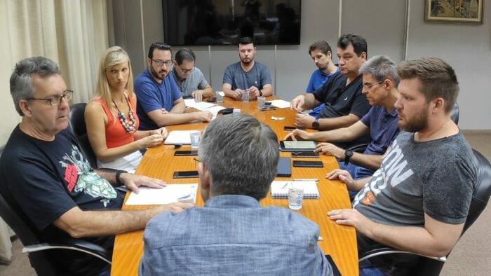 Reunião comandada pelo prefeito Mário Hildebrandt neste sábado sobre o Covid-19 - foto de Felipe Rodrigues