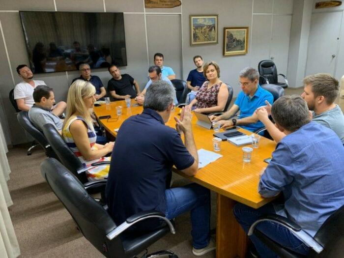 Reunião sobre o Covid-19 na Prefeitura neste domingo - foto da assessoria