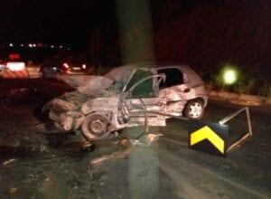 Veículo danificado em acidente na BR-470 neste domingo - foto do Corpo de Bombeiros