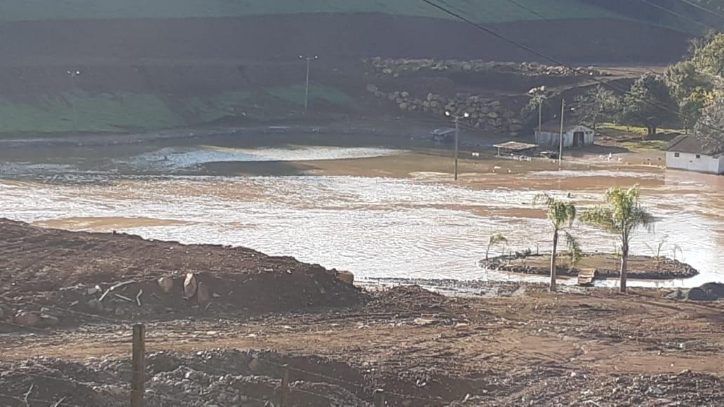 Açude rompido em Joaçaba - foto do Corpo de Bombeiros