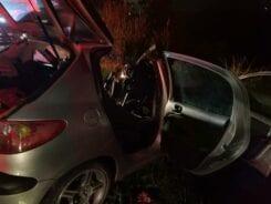 Veículo onde estava família ficou destruído - foto da Guarda de Trânsito