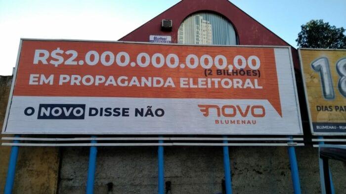 Justiça Eleitoral determina de outdoors do Partido Novo em Blumenau