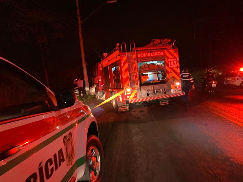Equipes trabalhando no socorro as vítimas de acidente - foto da Guarda de Trânsito