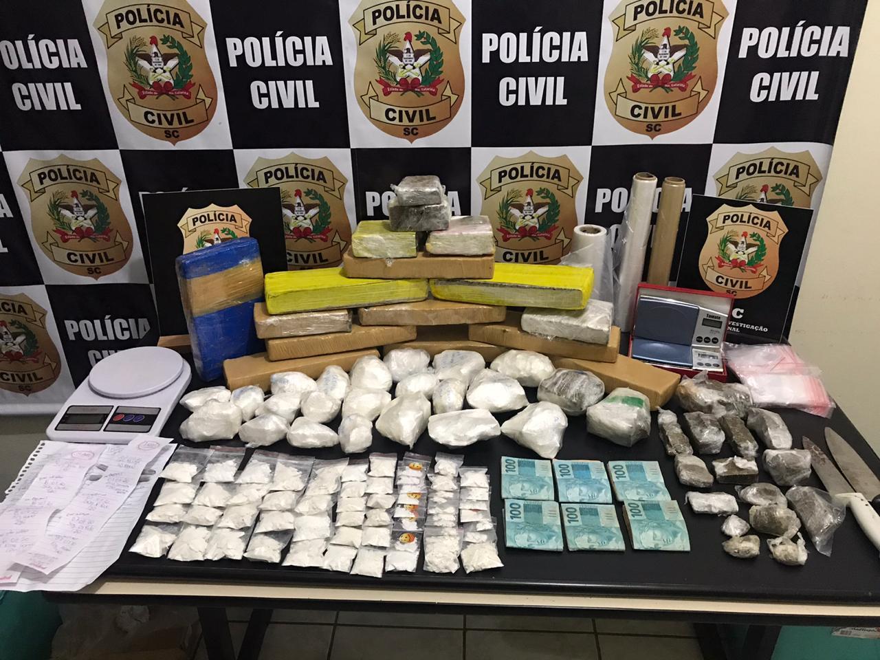 Drogas apreendidas em operação pela DIC - foto da Polícia Civil