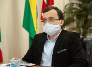 Prefeito André Moser durante reunião sobre o Covid-19 - foto da assessoria de imprensa