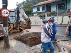 Retomado reparo em adutora da Rua Engenheiro Paul Werner - foto do Samae