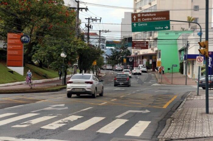 Trecho que será repavimentado - foto de Prefeitura de Blumenau