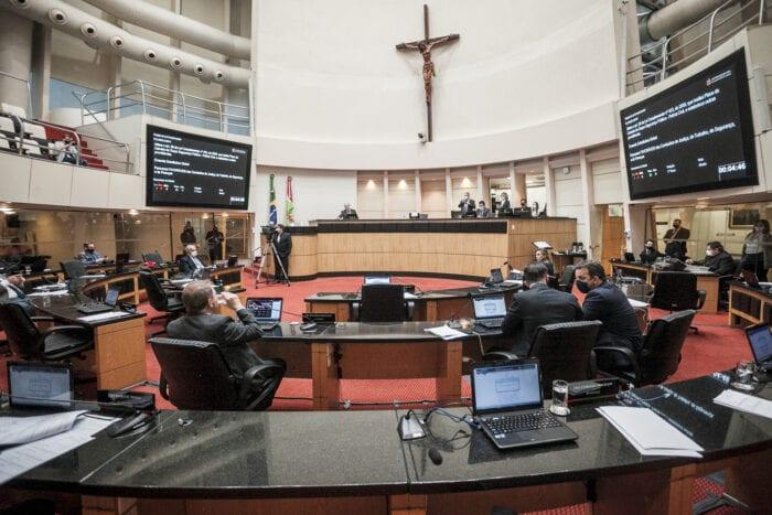 Deputados durante discussão de projeto de lei na Alesc - foto Bruno Collaço / AGÊNCIA AL