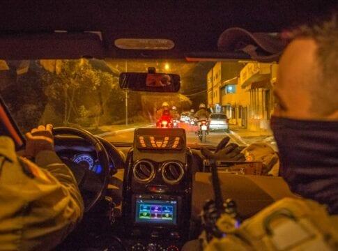 Policiais em ronda preventiva - foto de Giovanni SIlva