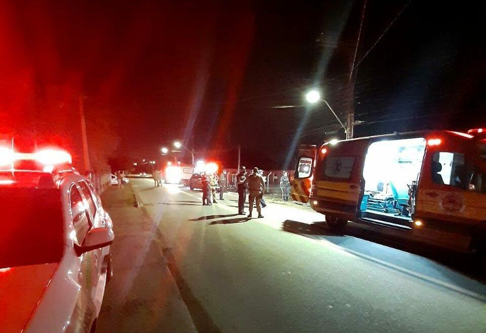 Viaturas durante ocorrência com duas mortes na Itoupava Central - foto do Samu