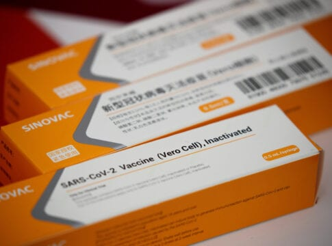 Embalagem da CoronaVac - foto de REUTERS/Thomas Peter