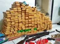 Drogas e armas apreendidas na Itoupava Central - foto da Polícia Militar
