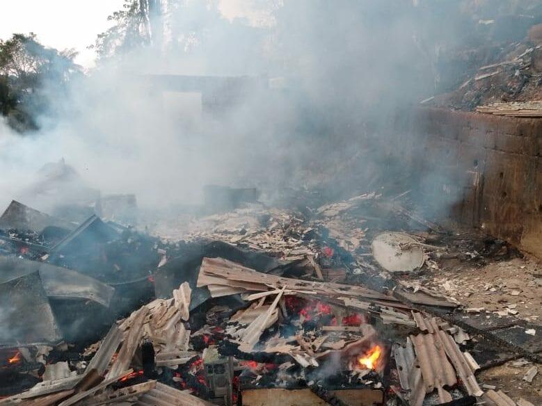 Residências são destruída por incêndio no bairro Velha Grande - foto do Corpo de Bombeiros