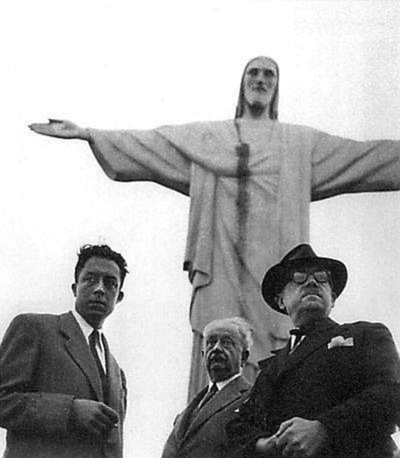 Albert Camus (1913-1960), escritor, filósofo, romancista, dramaturgo, jornalista e ensaísta francês, nascido na Argélia. Como jornalista participou da Resistência Francesa durante as batalhas morais no período pós-guerra. Camus visita o Brasil entre 05 e 07 de agosto de 1949
