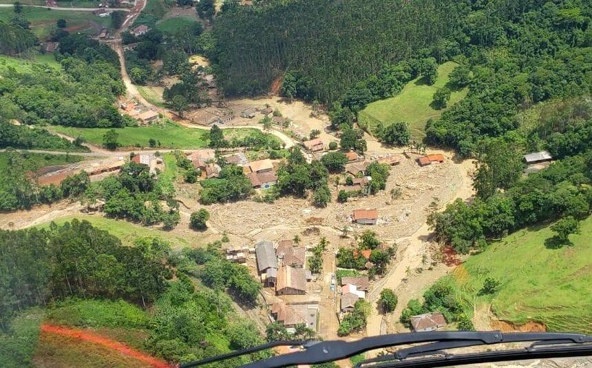 Enxurrada destruiu propriedades em Presidente Getúlio - foto do Corpo de Bombeiros