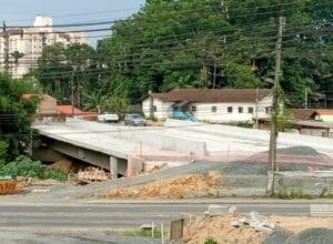 Ponte na Rua Maria Cavilha - foto de Marcelo Martins