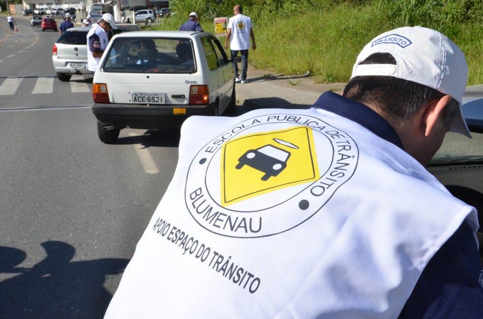 Ação educativa da escola de trânsito - foto de Eraldo Schnaider