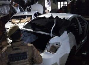 Policiais em desmanche no bairro Fortaleza - foto da Polícia Militar