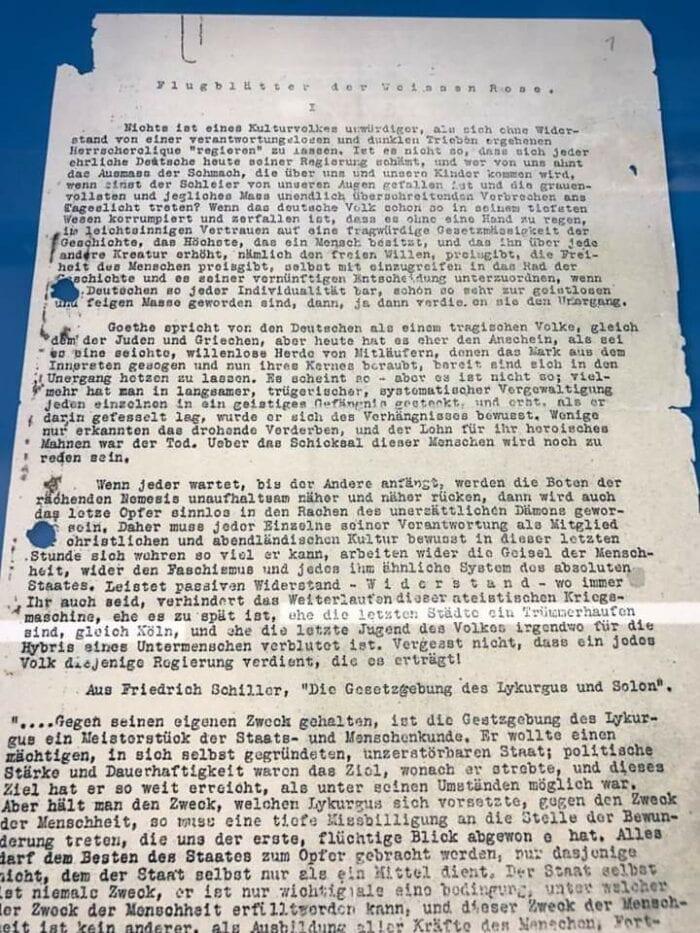 ROSA BRANCA ( WEIßE ROSE): Em julho de 1943, milhões de cópias do último panfleto da resistência, contrabandeado para o Reino Unido, foram lançadas sobre a Alemanha pelos aviões dos Aliados. Foto: Bundesarchiv