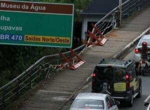 Manutenção na Ponte Prefeito Genhard Neufert - foto de Marcelo Martins