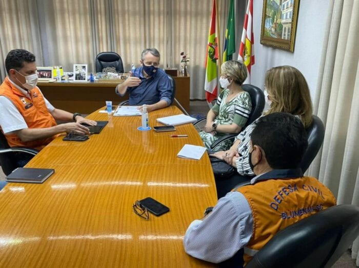 Reunião na Prefeitura de Blumenau sobre o Ceops e AlertaBlu
