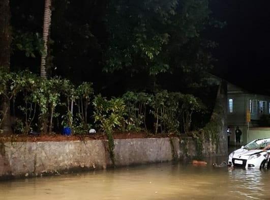 Local em que homem morreu pela queda de muro - foto do Corpo de Bombeiros