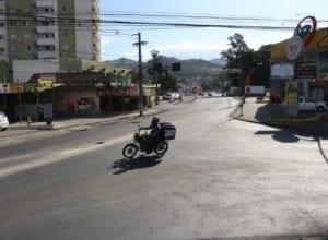 Local onde será implantada rotatória entre as ruas Johann Ohf e José Reuter - foto de Marcelo Martins