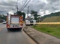 Atendimento a acidente no bairro Itoupava Norte - foto do Corpo de Bombeiros