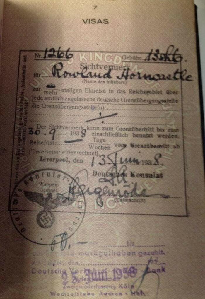 Passaporte emitido no ano de 1938 pelo consulado alemão em Liverpool, que pertenceu a comerciante inglês que realizava regularmente negócios em Colônia - Alemanha