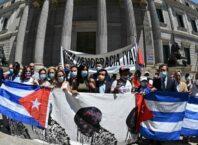 CUBA: DEMOCRACIA JÁ! O truculento guisado tropical socialista leva de tudo, menos os ingredientes de uma autêntica democracia - foto do Miami Herald