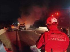 Veículo em chamas na BR-470 - foto do CBMV