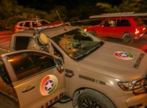Viatura do grupamento tático no local da ocorrência - foto da Polícia Militar
