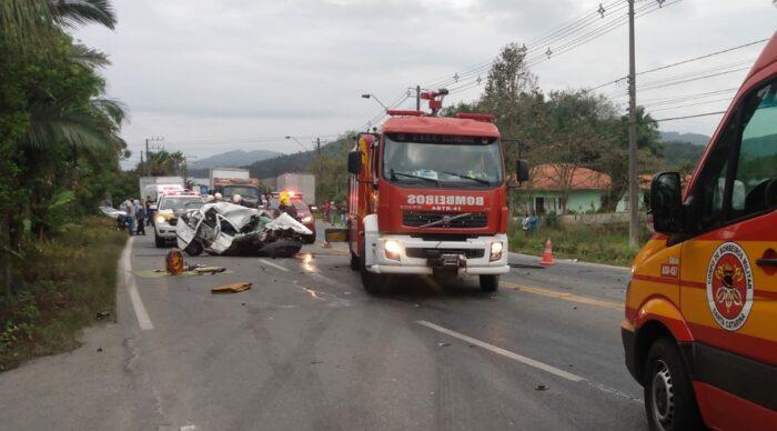 Acidente com vítima fatal na SC-108 em Blumenau - foto do CBMSC